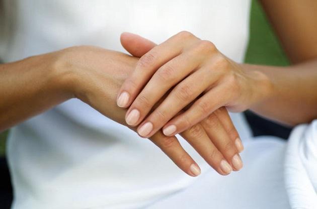 http://www.womenstuff.co.za/milks-solutions-professional-moisturising-gloves/