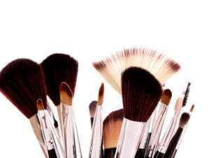 This Product Will Clean Your Makeup Brushes With No Effort
