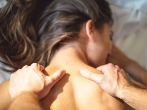 5 Simple Steps To A Romantic At-Home Massage